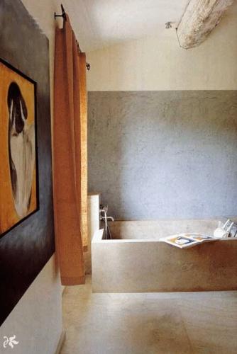 Maison contemporaine à Eygalières : Salle de bain